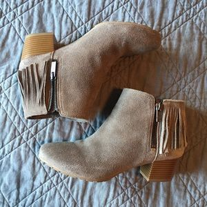 Reaction Kenneth Cole Suede Fringe Booties size 8